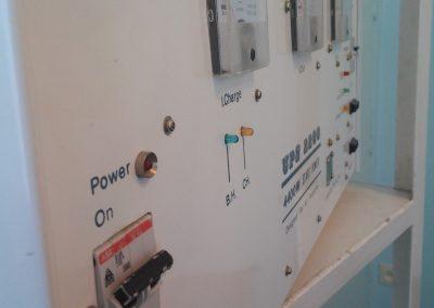 دستگاه برق اضطراری UPS 1